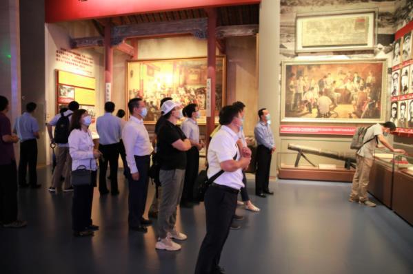 """北京信托参观""""'不忘初心、牢记使命'中国共产党历史展览"""""""